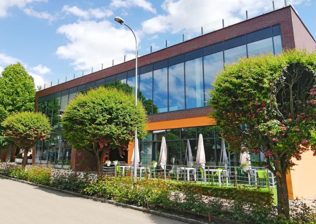 Budynek Centrum Kultury w Połczynie-Zdroju, Kino Goplana. Widok od ul. Kościuszki, Galeria CK/Informacja Turystyczna.